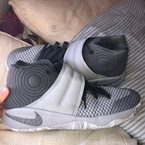Shoes - NIKE KYRIE EDITION BASKETBALL SHOES!!